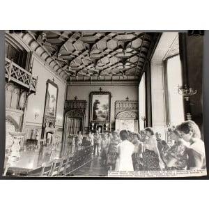 Советское большеформатное  фото «Один из залов дворца-музея в Алупке» из архива агентства «Фотохроника ТАСС»