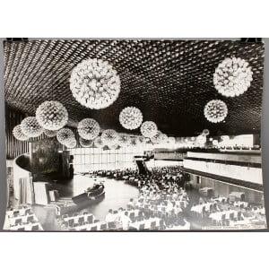 Советское большеформатное  фото «В ресторане гостиницы «Ялта», Крым» из архива агентства «Фотохроника ТАСС»