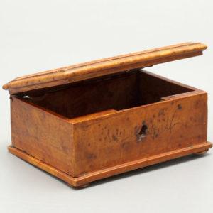 Шкатулка для дамских украшений, карельская береза, 1920-е